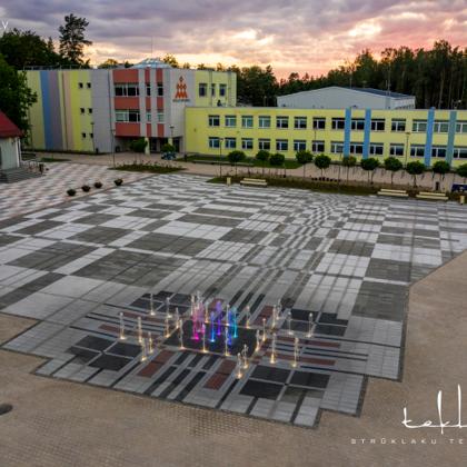 Sausā strūklaka Ikšķiles pilsētas centra laukumā / 2020. gads