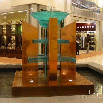 Strūklaka tirdzniecības centrā «Domina Shopping» / 2004. gads