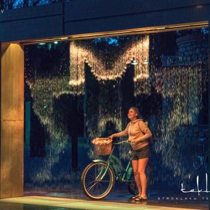 """Strūklaku komplekss """"Digitālais ūdens aizkars"""" Ogrē, Brīvības ielas skvērā / 2018. gads"""